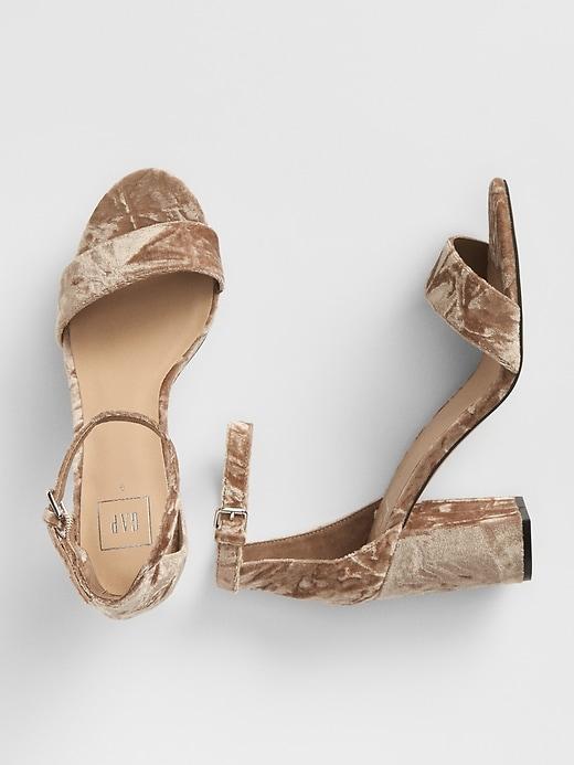 Sandales en velours à talon mono bloc