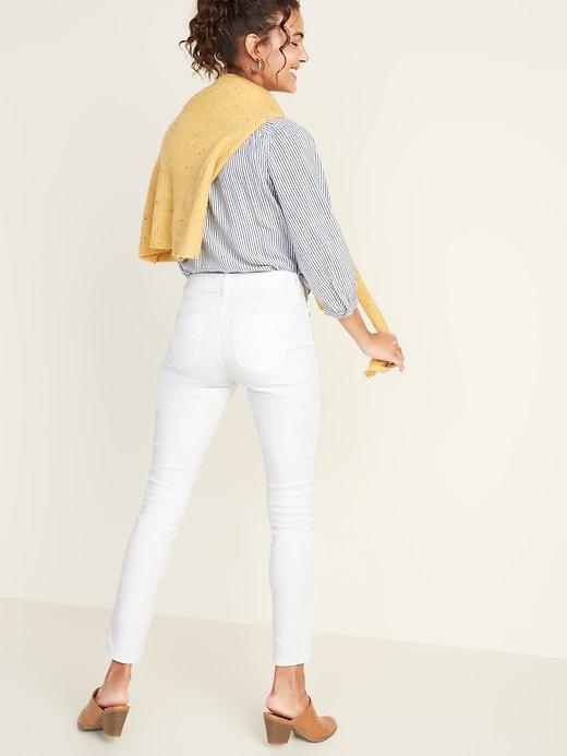 Jean blanc à la cheville, coupe super moulante pour femme