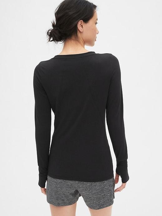 GapFit Breathe Long Sleeve T-Shirt