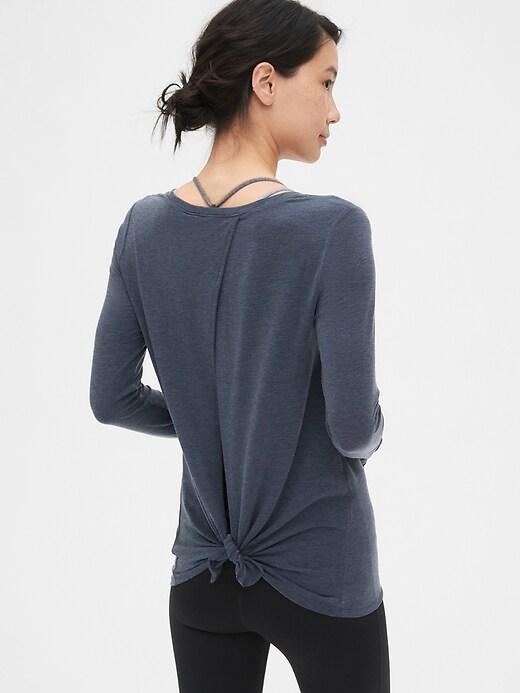 T-shirt GapFit noué au dos