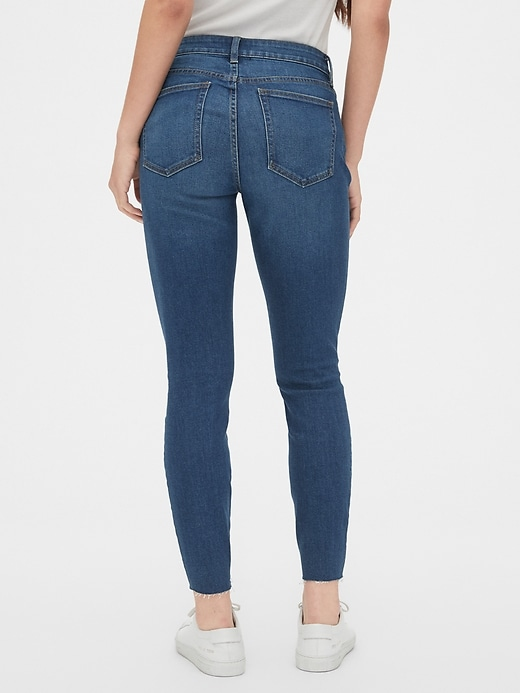 Mid Rise Curvy True Skinny Ankle Jeans with Raw Hem