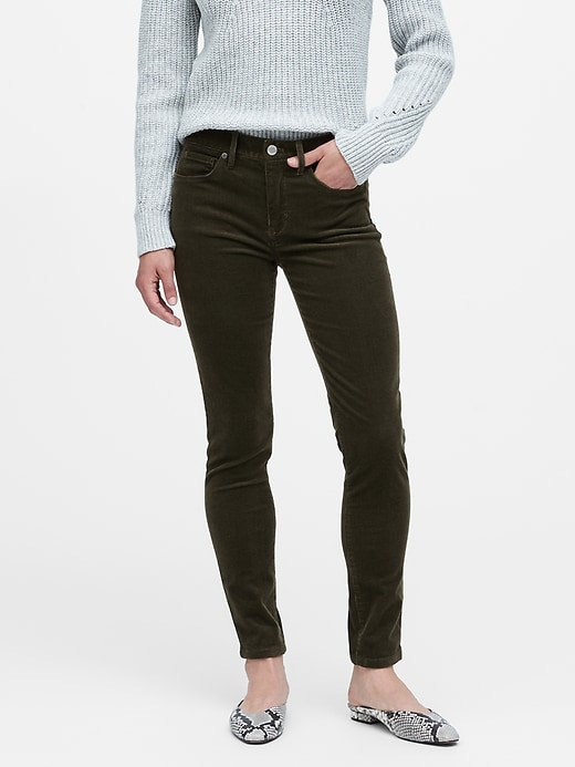 Pantalon en velours côtelé à taille moyenne et à coupe moulante