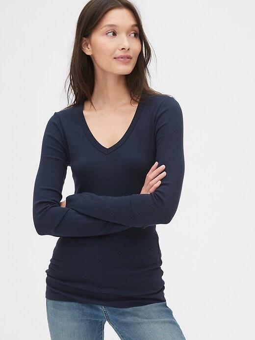 Modern Long Sleeve V-Neck T-Shirt
