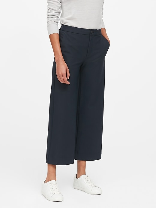 Slim Wide-Leg Packable Performance Cropped Pant