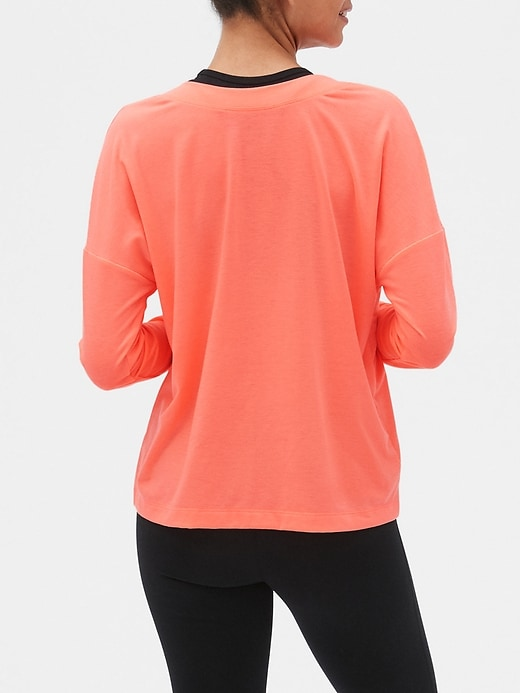 GapFit Breathe Long Sleeve V-Neck T-Shirt