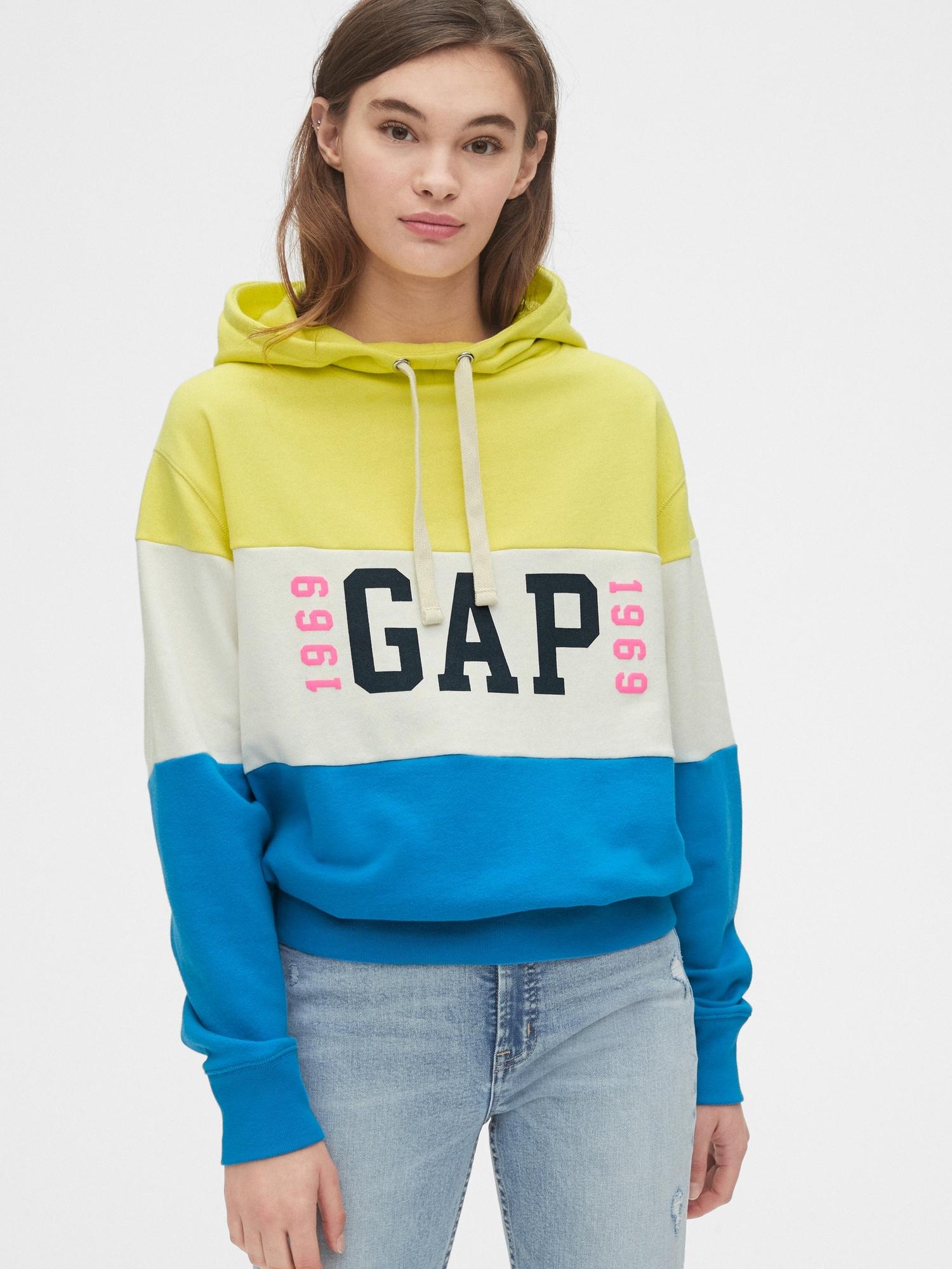 Gap 1969ロゴ ファネルネックパーカー