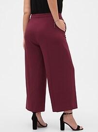Wide-Leg Crop Pant