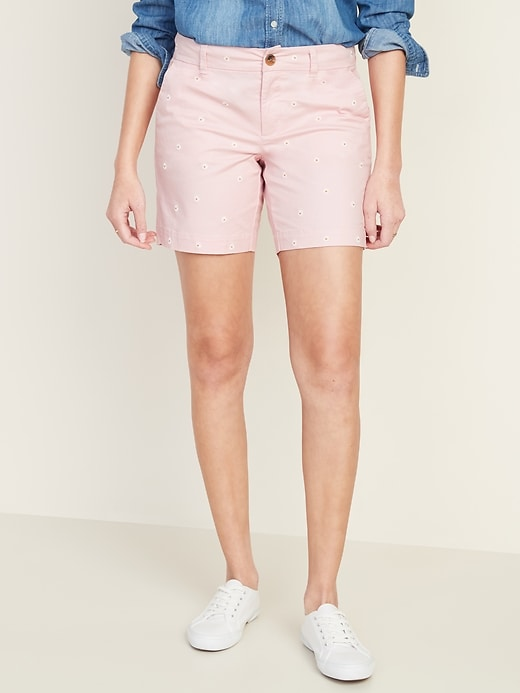 Mid-Rise Everyday Embroidered-Daisy Shorts for Women - 7-inch inseam