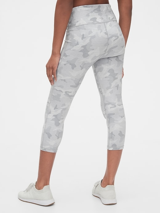 Maternity GapFit Under Belly 7/8 Leggings in Eclipse